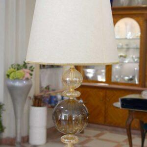 Lampada da tavolo con paralume in pergamena