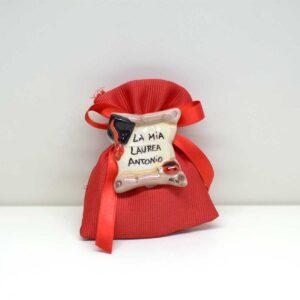 Sacchetto per Laurea soggetto Pergamena con calamita decorata a mano.