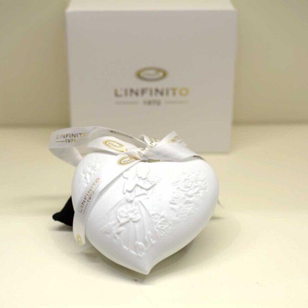 Bomboniera matrimonio cuore in finissima porcellana bianca con decoro a rilievo e luce led interna
