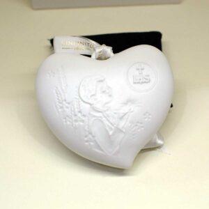 Bomboniera Prima Comunione Bambino cuore in finissima porcellana bianca con decoro a rilievo e luce led interna